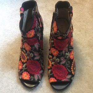 Flower Embroidered peep toe heels